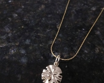 Gold chain with beautiful shiny Gold Sand Dollar charm