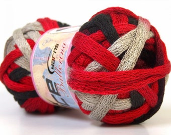 Ball of wool scarf red/black/gray ruffle