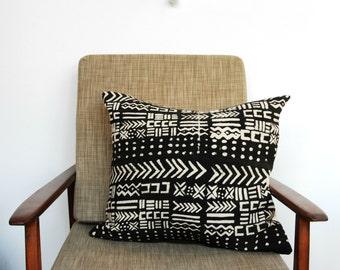 Bogolan pillow, African Mudcloth Pillow, African Mud Cloth Pillow, Black Tribal Bohemian Throw Pillow, accent pillow, Bogolanfini Pillow