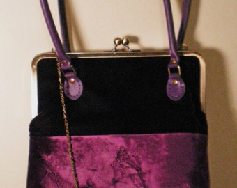 Kisslock handbag in an aubergine embossed velvet with a cow parsley design