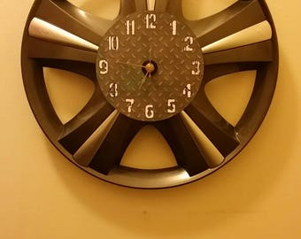 "16"" Hubcap clock finished with numbers"