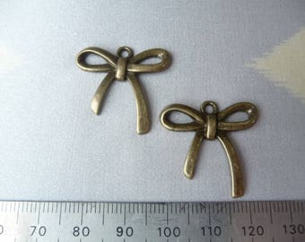 Package includes 2 bows
