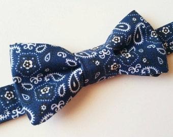 Blue bowtie / Paisley bowtie / bandana bowtie / wedding bowtie / mens bowtie / boys bowtie / baby bowtie / unique bowtie / toddler bowtie