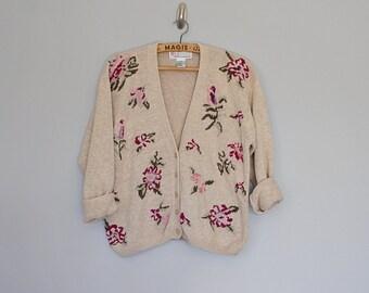 Vintage 80's 90's oversize floral needlepoint cardigan // Size S / M