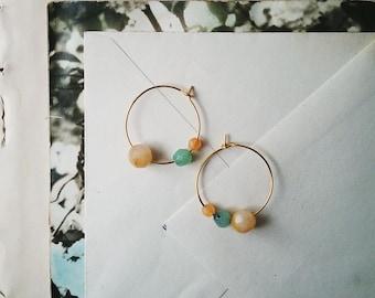 Boucles d'oreilles créoles perles, petits anneaux d'or, Vintage Orange pâle et lumineux Aqua perles, bijou coloré pour les femmes