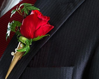 MENS BOUTONNIERE Attach me gently with a magnet