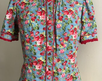 Western shirt cowgirl pearl snaps blue floral with red piping pin tucks medium large
