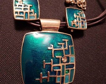 Chicos 90's Iridescent Enamel Matching Choker Pendant and Clip-on Earrings