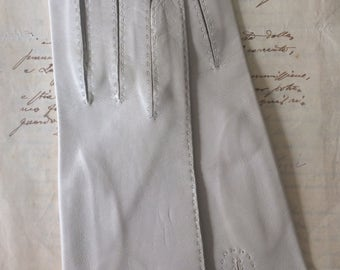 Vintage ladies gloves, vintage leather, vintage gloves, gloves,  1960, pale cream gloves, vintage