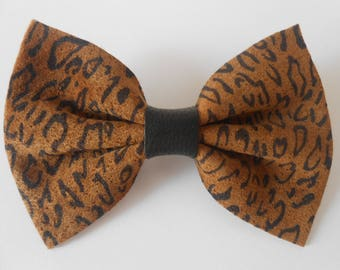 Large suede leopard brooch