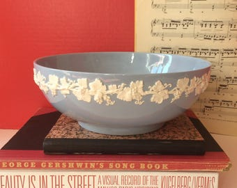 Wedgwood Barlaston of Etruria Queenswood 10 3/8 inch serving bowl
