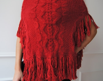Red cashmere and wool poncho, fringed poncho, boho chic, red sweater, red cloak, knitted poncho, hand-made poncho, red cashmere