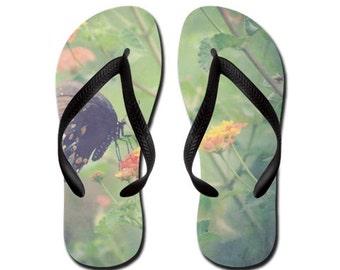 Captivant - Summertime Flip Flops - Original Photograpy par RDelean Designs, papillons, fleurs, nature, été, printemps,