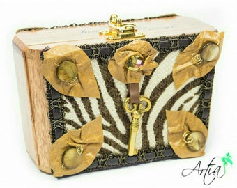 Safari handrafted trapezoid box purse