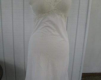 50s / 60s Beautiful White Nylon Full Slip / Sheer Bodice / by Tokay / S / M