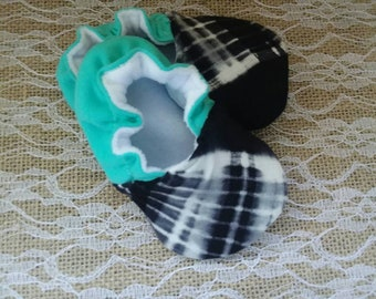 Handmade baby shoes, Soft sole shoes, baby booties, baby slippers--Black/White Tie Dye
