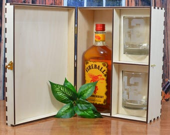Personalized Wood Spirits Gift Box with 2 Etched Glasses for a 750 ml Bottle