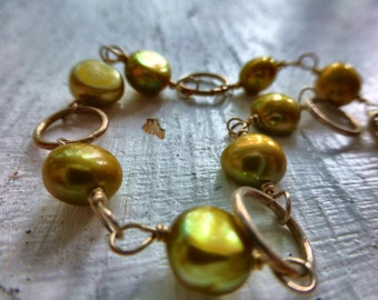 Freshwater pearls gold  green bracelet jewelry