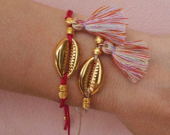 Boho tassel bracelet. Gold cowrie shell bracelet.Cowrie bracelet. Tassel bracelet. Bohemian bracelet. Festival jewelry. Adjustable bracelet.