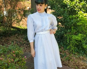 1940s Style Baby Blue Striped Button Up Dress High Collar Three Quarter Sleeves Pearl Buttons with Pintucks Size Small