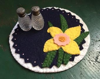 Daffodil Candle Mat