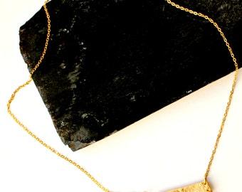 Geo Pendant Halskette, Geometrische Halskette, Gold-blaue Statement Halskette, Goldkette mit blauem Anhänger, Geschenk für Sie