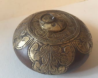 Wooden round box with lid