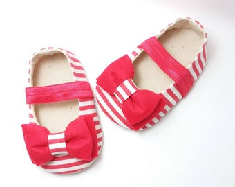 Red Baby Girl Shoes. Mary Jane Girl Shoes. Soft Sole Shoes. Baby Booties. Felt Baby Booties. Bow Shoes. Fabric Baby Shoes. Baby Shower Gift.