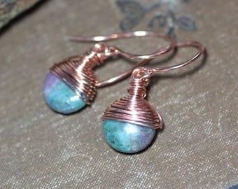 Boucles d'oreilles cyanite du fil de cuivre enroulé rustique bijoux de pierres précieuses boucles d'oreilles bleu rose