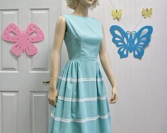 50s 60s Dress . Vintage Aqua Blue Full Skirt Dress with Lace & Bow Trims . XS S