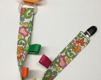 Pacifier clip, teething toy clip, binky, baby shower gift, baby nursery, baby, new mom gift, teething clip, teething, baby accessory