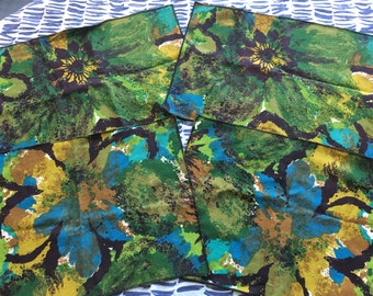 Vintage 1970's Set of 4  Bold Green and Blue Floral Fabric Placemat - vintage placemat, bold floral table napkins, bold floral placemat