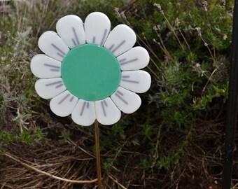 Flower Garden Stake, Fused Glass, Plant Stake, Gardeners Gift, New Home Gift, Housewarming Gift, Yard Art, Garden Art, Teal Green