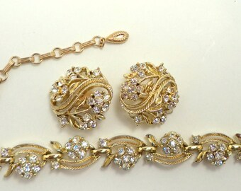 Signed LISNER Clear Crystal Rhinestone Necklace Clip On Earring Set Gold Tone Setting