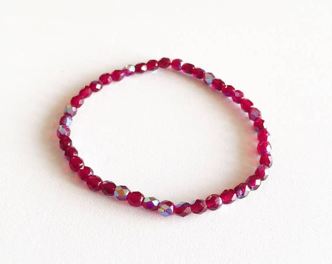 Transparent iridescent Burgundy glass beads bracelet