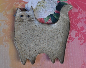 Ceramic cat spoon rest. Ceramic cat jewelry - soap holder. Cat ring holder. Ceramic cat dish. Cat table display. Handmade small cat plate