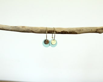 Earrings / hoops pastilles celadon and gold leather