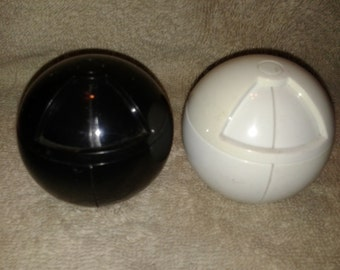 1994 LK MFG Round Plastic Salt and Pepper Shakers