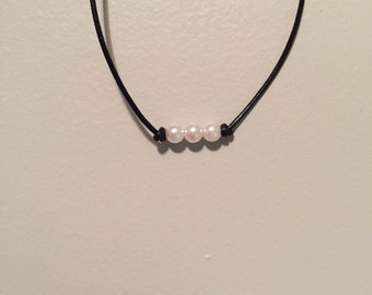 Small 3 pearl choker necklace