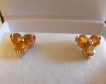 Sweet Pair Of 375 / 9ct Gold Earrings With Stones