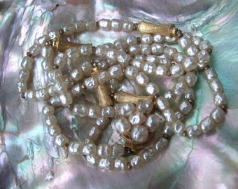 MIRIAM HASKELL Delicate Baroque Glass Pearl Necklace c 1970