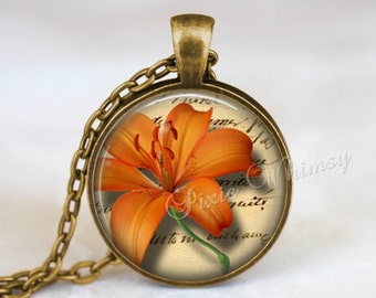 TIGER LILY Necklace, Orange Tiger Lily Pendant, Lily Flower Keychain, Lily Necklace, Lily Pendant, Lily Necklace, Lily Jewelry, Gardener