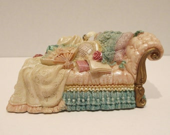 Victorian Style / Shabby Chic Lounge Ornament