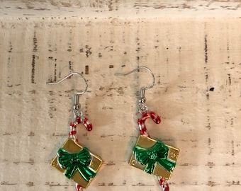 Candy cane gift earrings