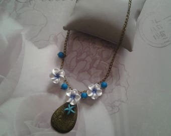 Pendant necklace and tiare flower