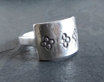 Sample Sale - Sterling silver quatrefoil ring / size 8.5 / statement ring / rustic ring / oxidized ring / silver ring / artisan ring