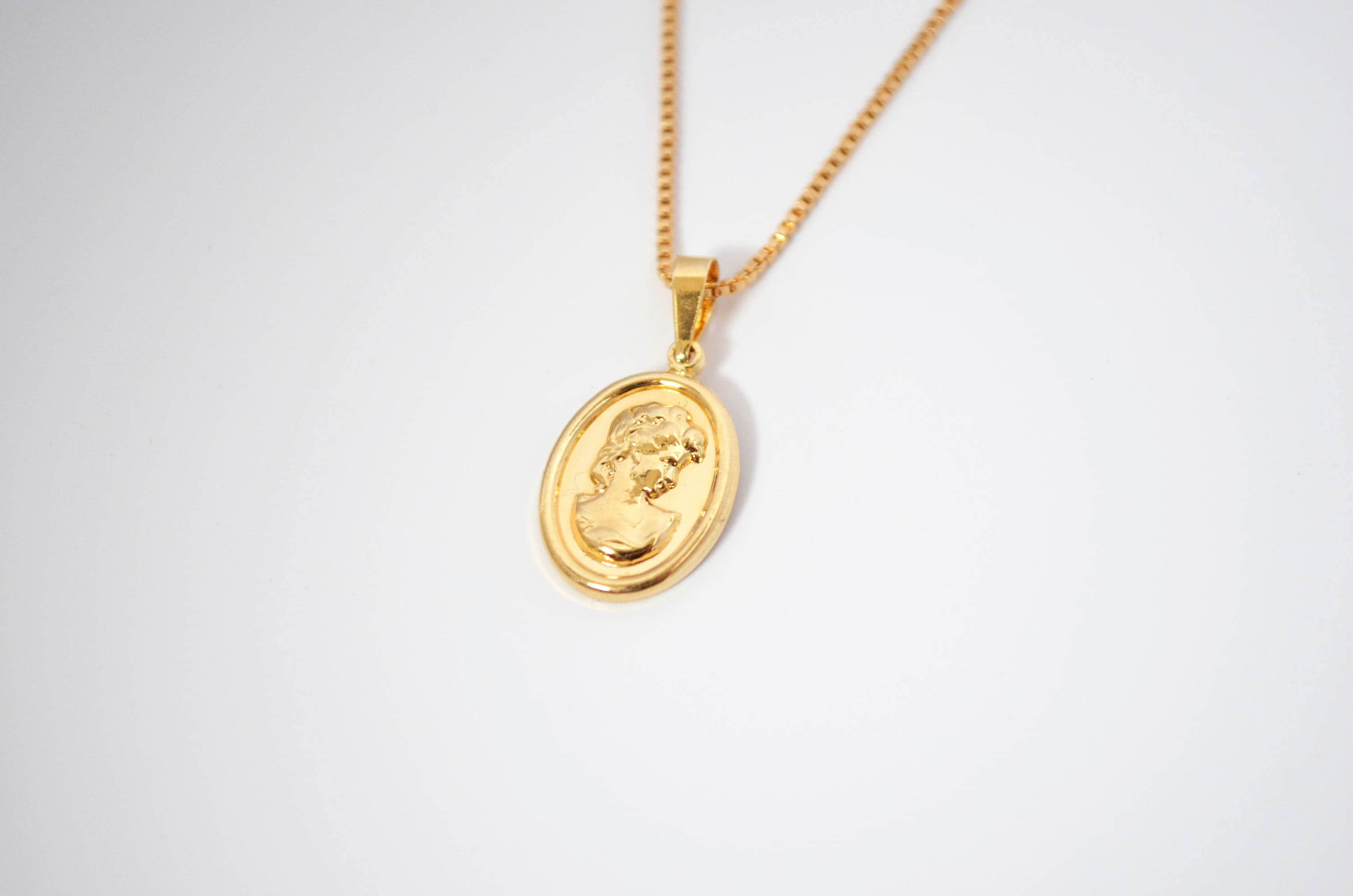 necklace products the in circlemedallion medallion circle sisco berluti close gold pendant