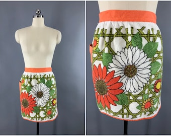 Vintage 1960s Apron / 60s Half Apron / 1970s Apron / Terry Cloth Towel Apron / Orange Olive Green Floral Print / Kitchen Cooking Apron