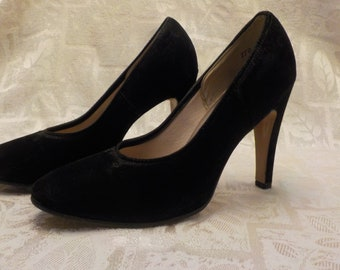 Vintage 1950's Flocked Black Pumps Sz 7