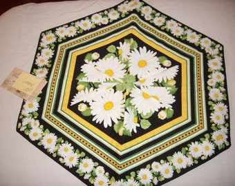 Daisy Table Topper
